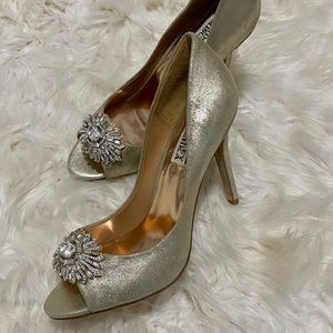 Gold leather Badgley Mischka peep toe heels 7